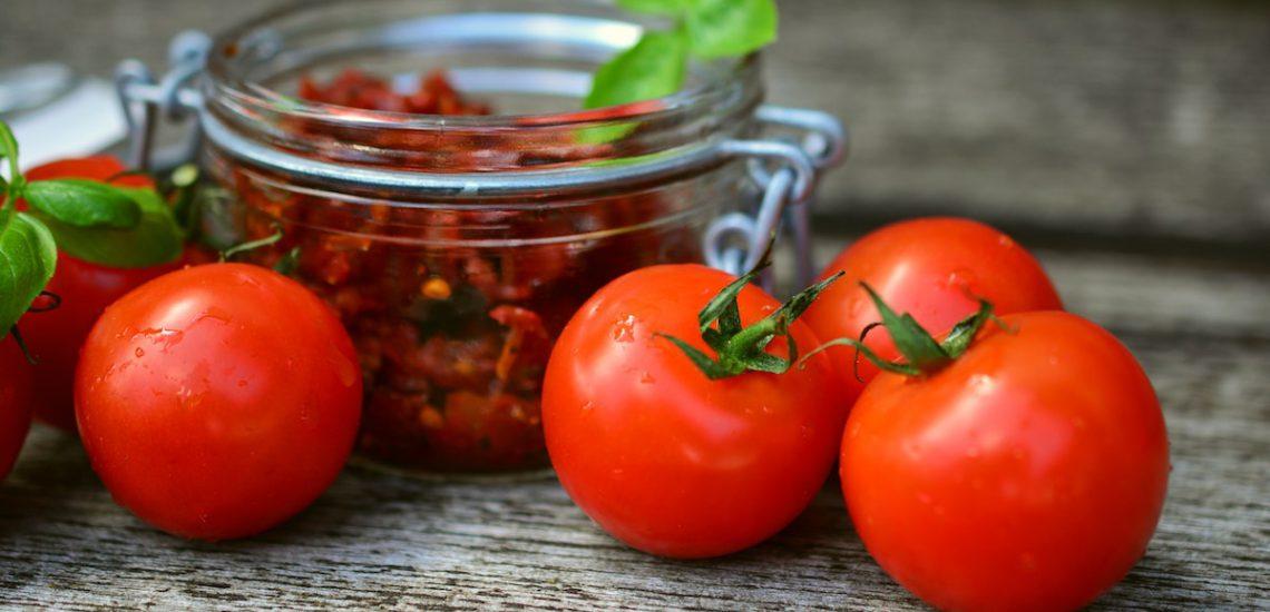 Tomaten und Tomatensauce einkochen
